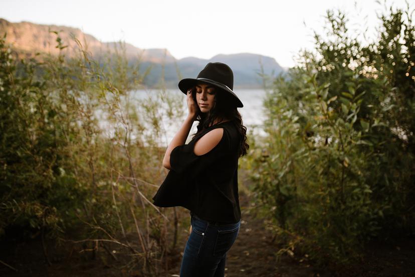 Columbia Gorge Senior Photos | Sophia