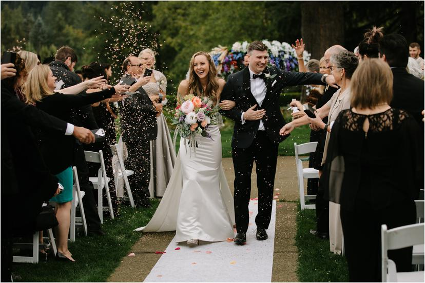 13 tips for hacking your wedding timeline and spending WAY more time with your guests